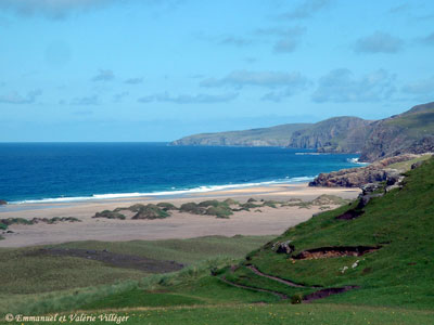 The gentle slopes leading to Sandwood bay